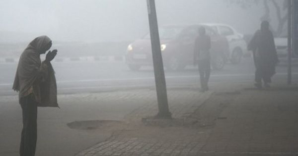 Delhi: Temperature drops to 5.2°C, lowest this season