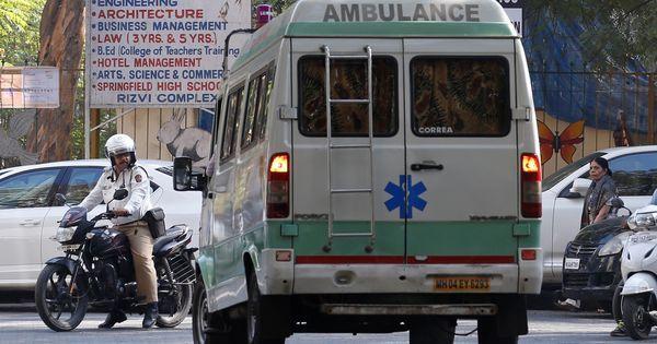 Karnataka: Teenager dies begging for help as onlookers film bus accident
