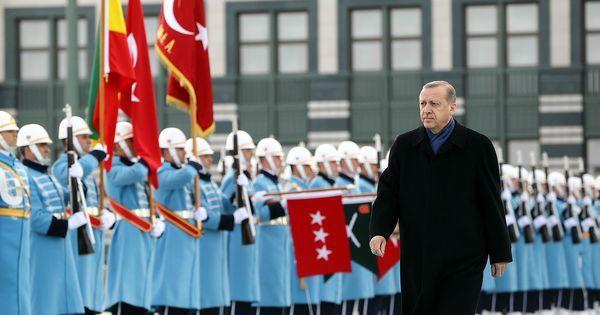 लोकतंत्र और इस्लाम में तालमेल की मिसाल रहे तुर्की में अब लोकतंत्र की कुर्की हो रही है