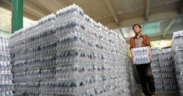 Hotels, restaurants can sell bottled water above MRP, says Supreme Court