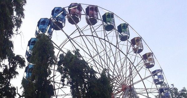 Andhra Pradesh: 10-year-old girl dies as giant wheel crashes at Anantapur fair