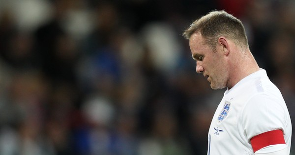 Captain Wayne Rooney, Theo Walcott dropped from England squad