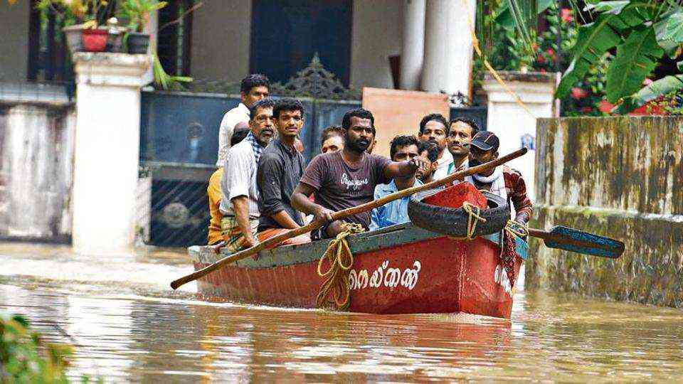 Fishermen rescue residents in Chengannur taluk in Kerala's flood-hit Alappuzha district. (Photo credit: HT).