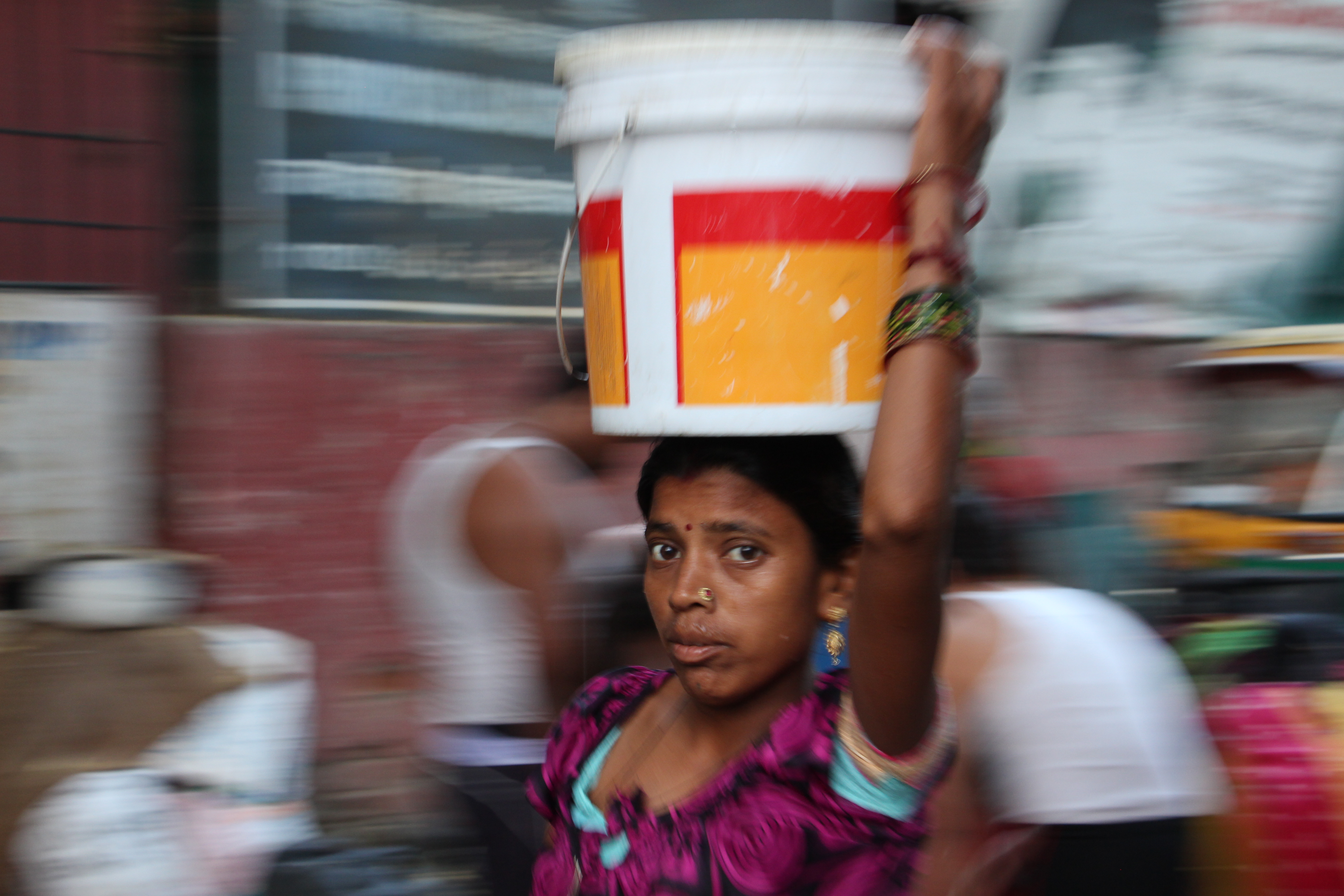 A woman carries water from a municipal tap in Chanakyapuri's Sanjay Camp. Photo credit: Aabid Shafi