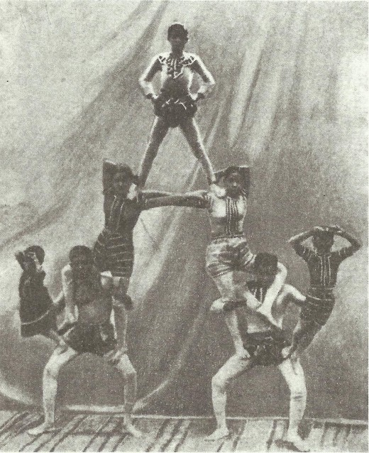 Great Bengal Circus pyramid act by Sushila Sundari. Credits: Wikimedia Commons