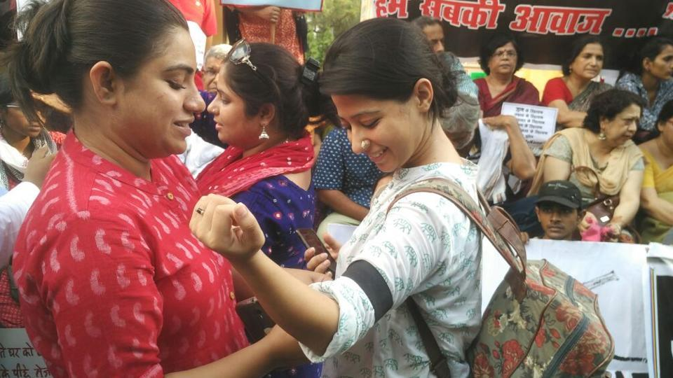 Youngsters tie black armbands at Lucknow's