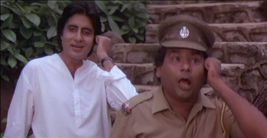 Amitabh Bachchan and Satish Kaushik.