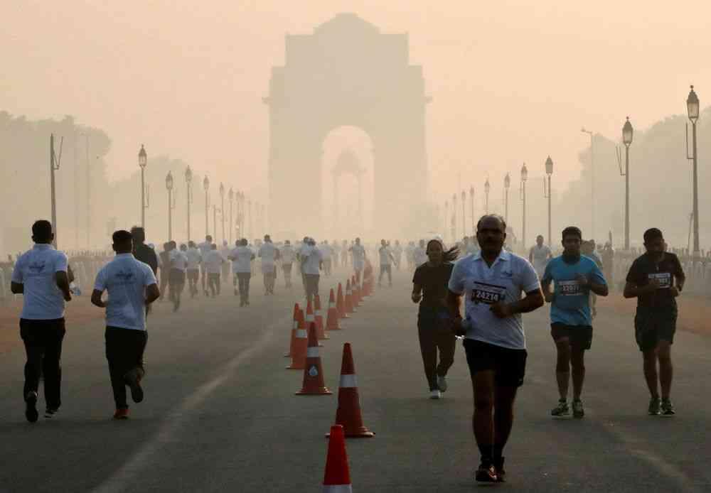 Smog in Delhi. Photo credit: Altaf Hussain/Reuters.