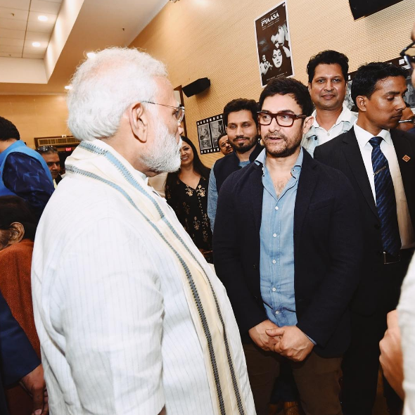 Narendra Modi and Aamir Khan. Courtesy Twitter.