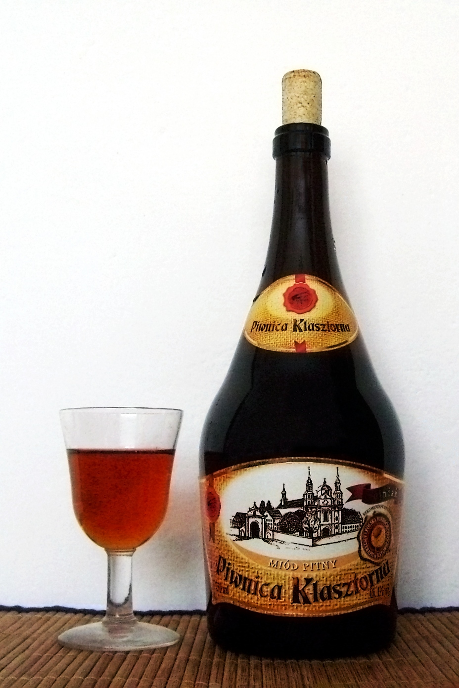 Trójniak, a Polish mead (Image from Wikimedia Commons).
