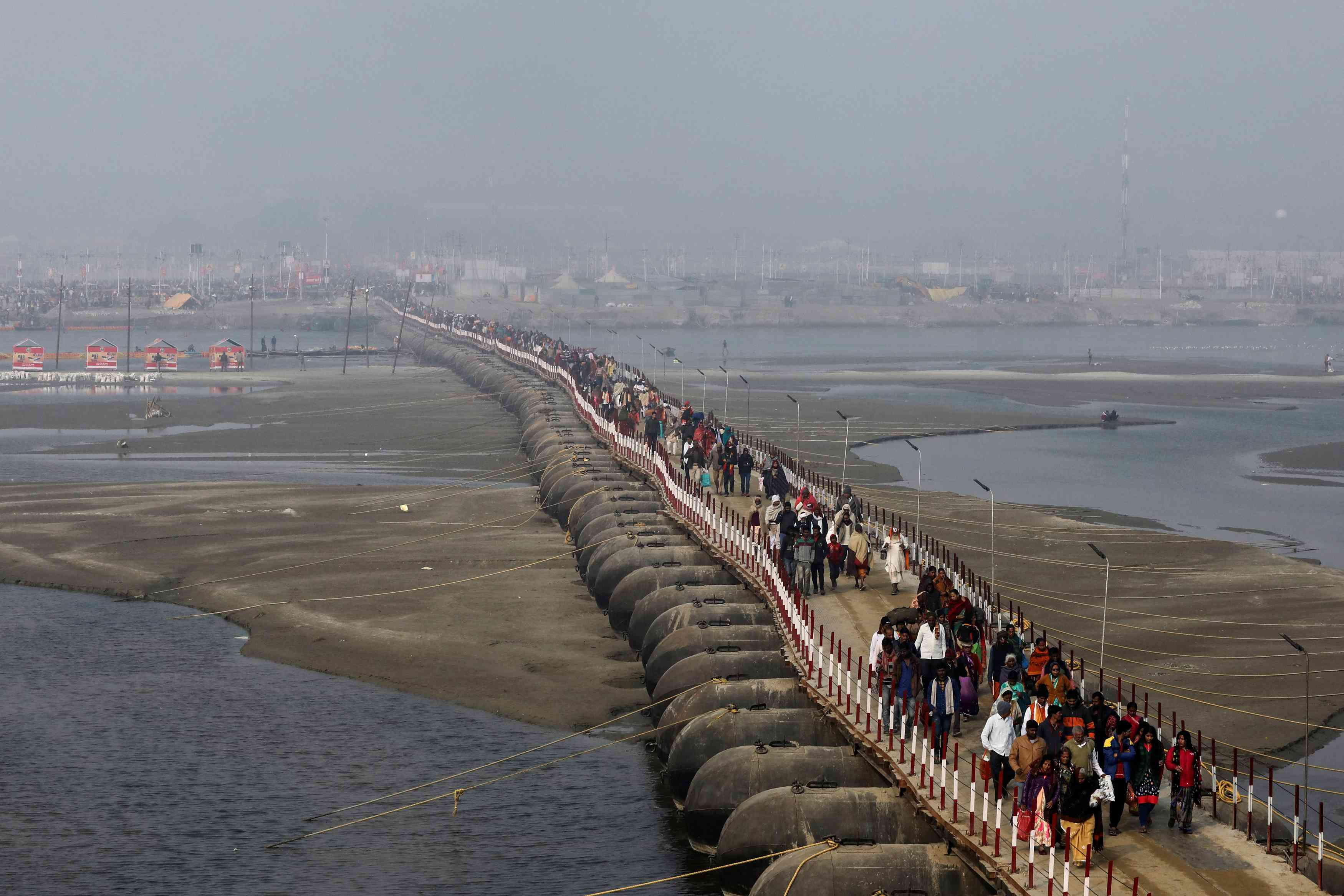 The makeshift bridge leading to the site of the Kumbh mela in Prayagraj. Credit: Anushree Fadnavis/Reuters