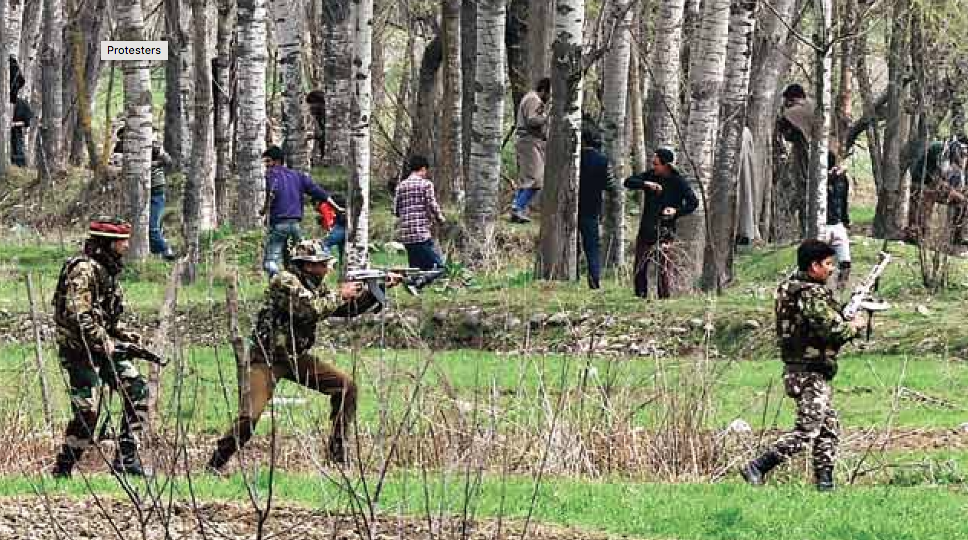 In recent years, civilians have been getting close to the sites of gunfights between security forces personnel and militants to pelt stones in an attempt to disrupt operations. (Credit: AFP)