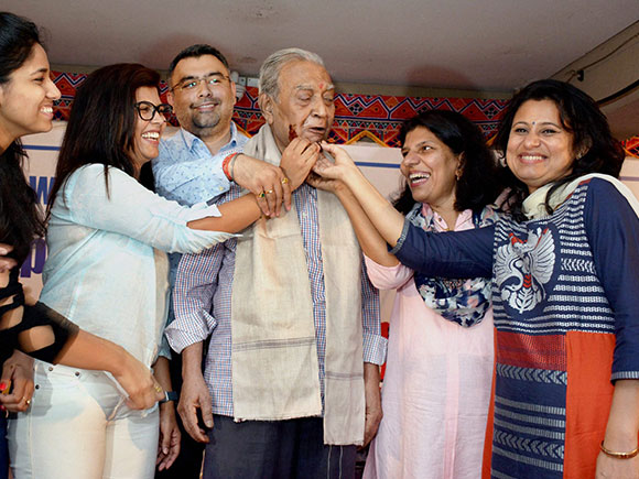 Sanjay Chakravarty's (centre) wards held a special function to felicitate him when he turned 75 and then collectively nominated him for a Dronacharya Award which he received in August last year.