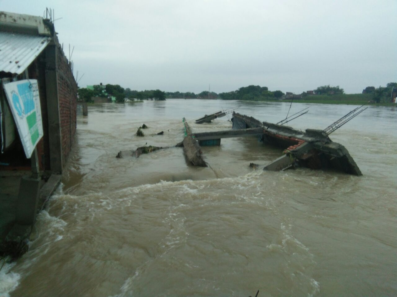 The inundated Bahadurganj district in Bihar. IANS