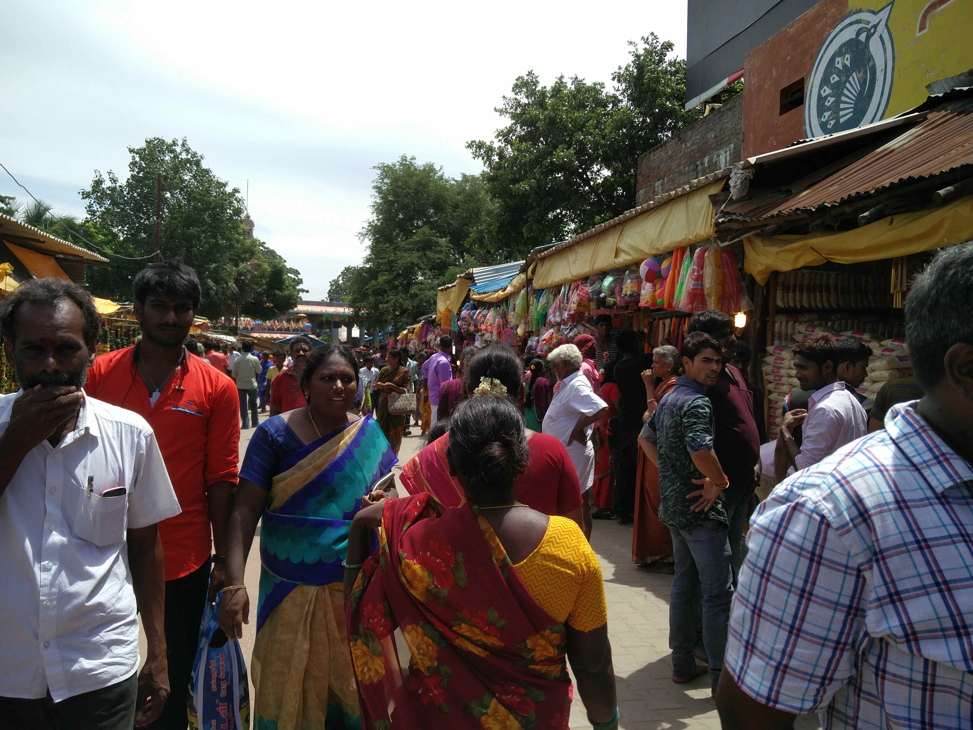 The crowded market place in Periapalayam.