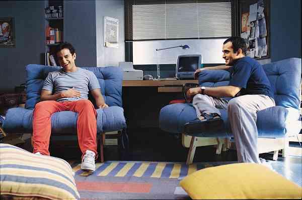 Saif Ali Khan and Akshaye Khanna in Dil Chahta Hai (2001). Courtesy Excel Entertainment.