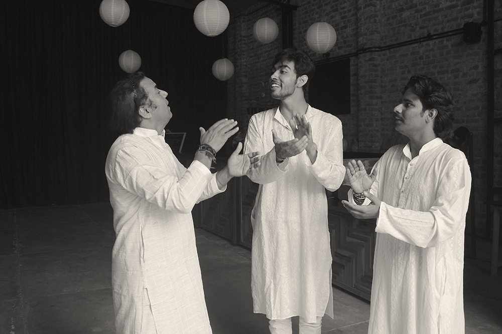 Harish Gangani reciting the bols, i.e padhant with nephews Sanjeet and Bhawani Gangani. Photo credit: Indranjan Banerjee, OddBird Theatre.