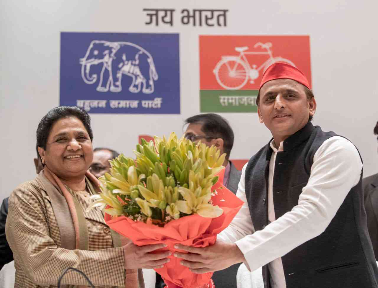 Samajwadi Party leader Akhilesh Yadav hands Bahujan Samaj Party leader Mayawati a bouquet of flowers on January 12, the day the two leaders announced their alliance for the 2019 elections in Lucknow. (Photo credit: Akhilesh Yadav/Facebook).