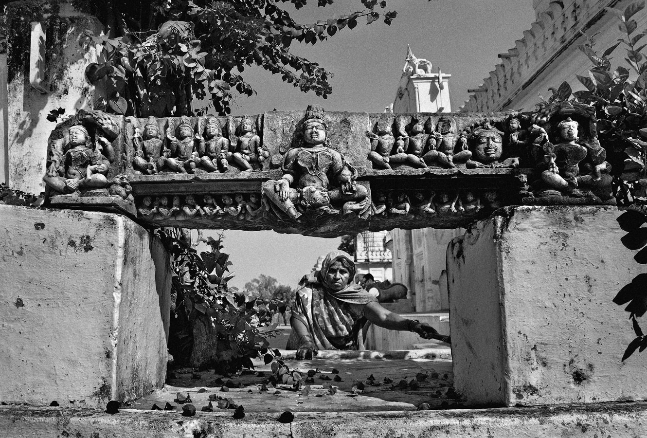 Outside Shantinath Jain Temple, 2011. (Photograph by Raghu Rai.)