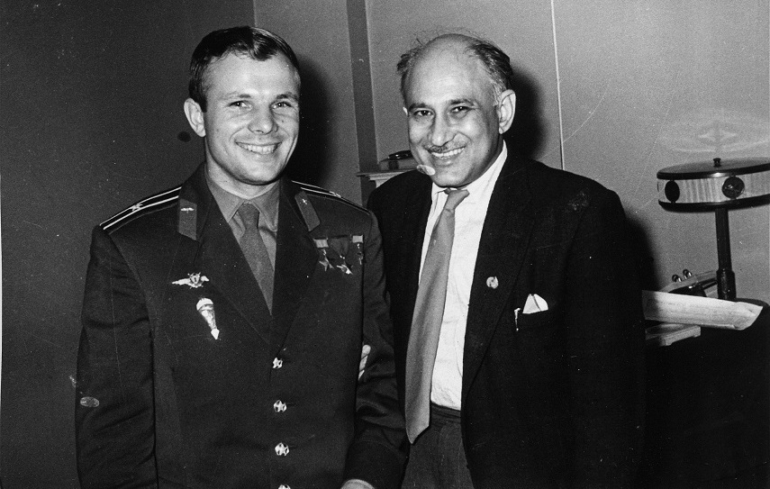 Astronaut Yuri Gagarin with director KA Abbas in Moscow, 1962. Courtesy Yoda Press.