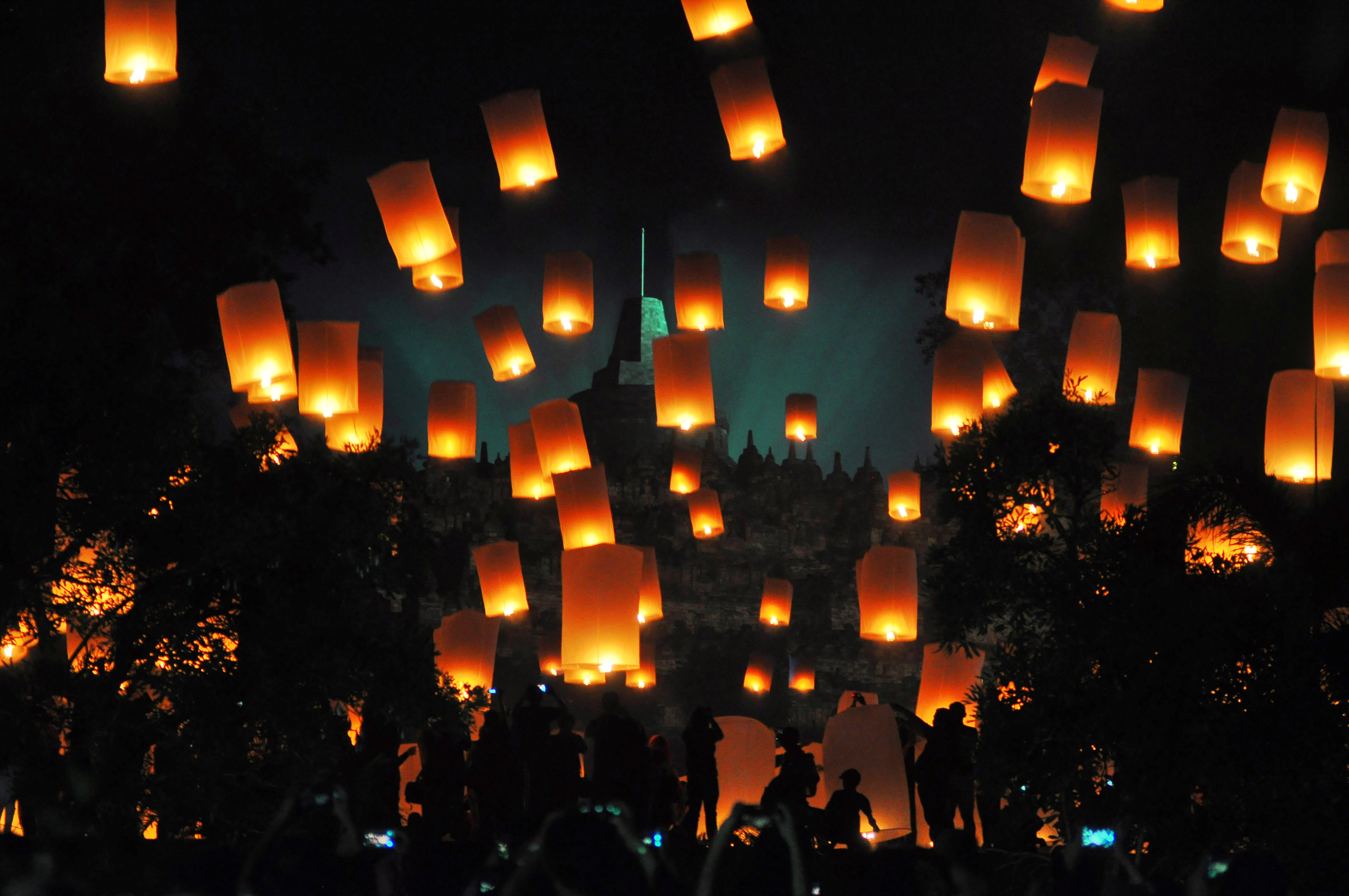 People fly lanterns at Borobudur temple in Indonesia's Magelang, during New Year celebrations. (Image Credit: Antara Foto Agency/Reuters)