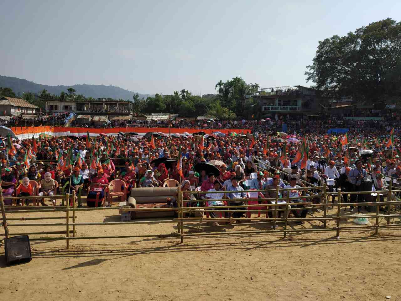 BJP supporters at Rajnath Singh's rally in Kamalanagar