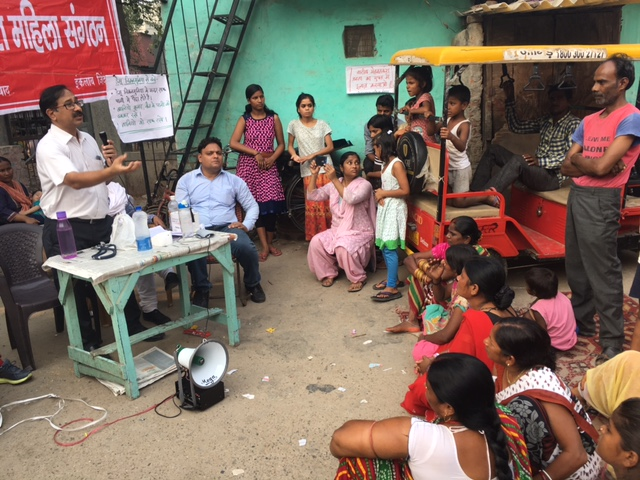 The medical camp organised by Mehnatkash Mahila Sanghatan where doctors spoke about the epidemic and distributed medicines. Photo: Menaka Rao.