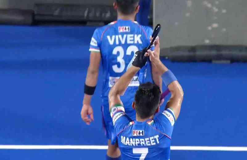 India captain Manpreet Singh thanking the spectators