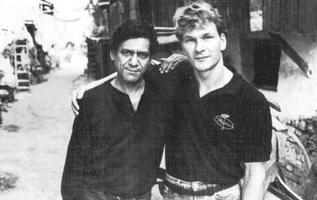 Om Puri and Patrick Swayze on the sets of City of Joy. Courtesy Om Puri Unlikely Hero, Roli Books.
