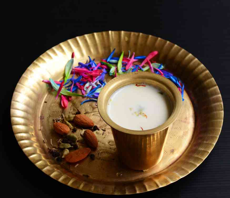 Thandai. Photo credit: Raksanand/Wikimedia Commons [Creative Commons Attribution-Share Alike 4.0 International Licence].