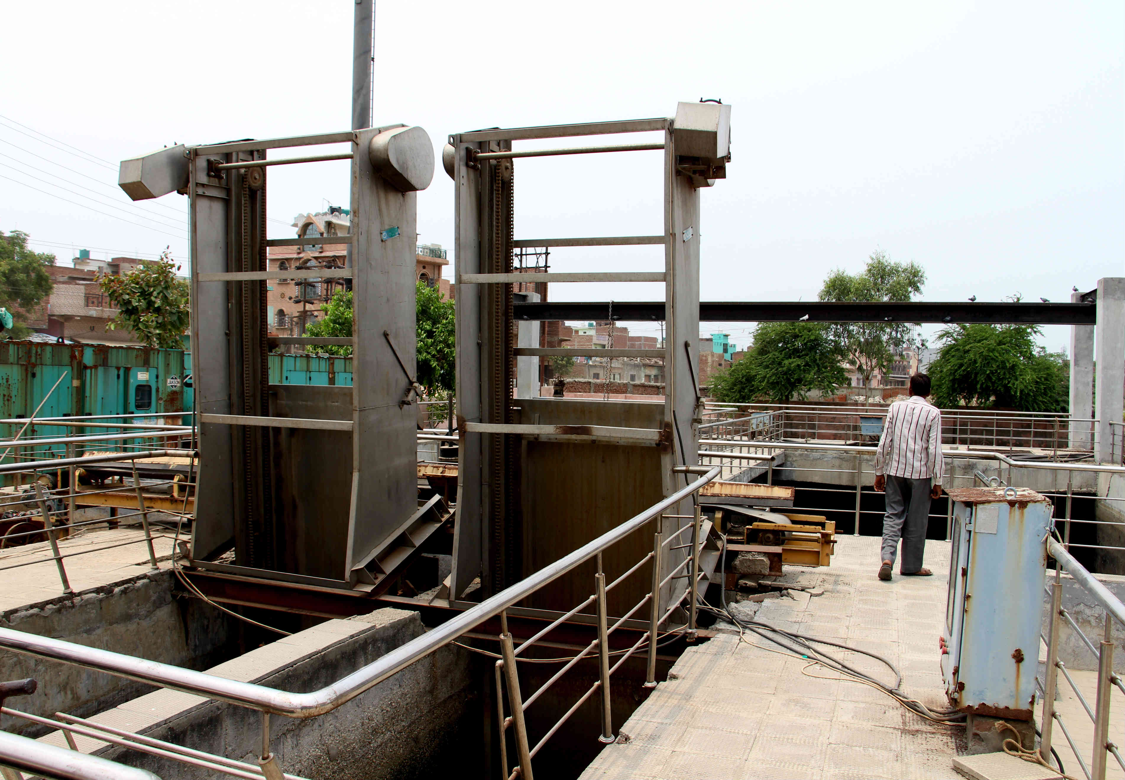 This machine to remove plastic waste from the sewage tank has been dysfunctional for two months. Photo credit: Aabid Shafi