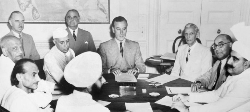 Sardar Patel, Jawaharlal Nehru and Mohammed Ali Jinnah and others with Louis Mountbatten (centre).