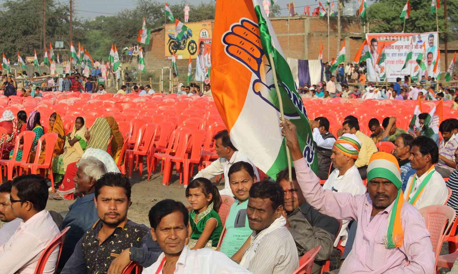 राहुल गांधी के भाषण के दौरान खाली कुर्सियां