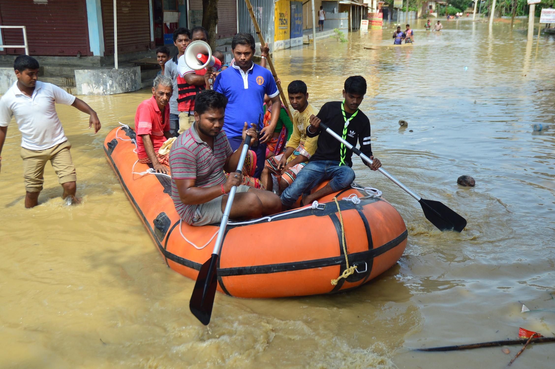 Residents of Khayerpur row to safety. Photo credit: Abhishek Saha