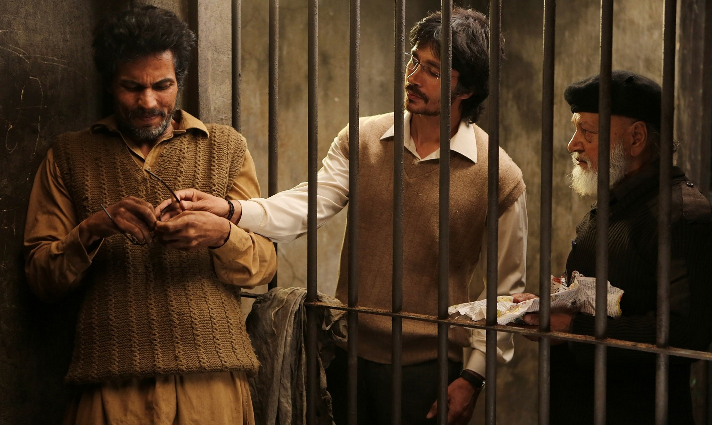 Randeep Hooda (left) as Sarbjit Singh.