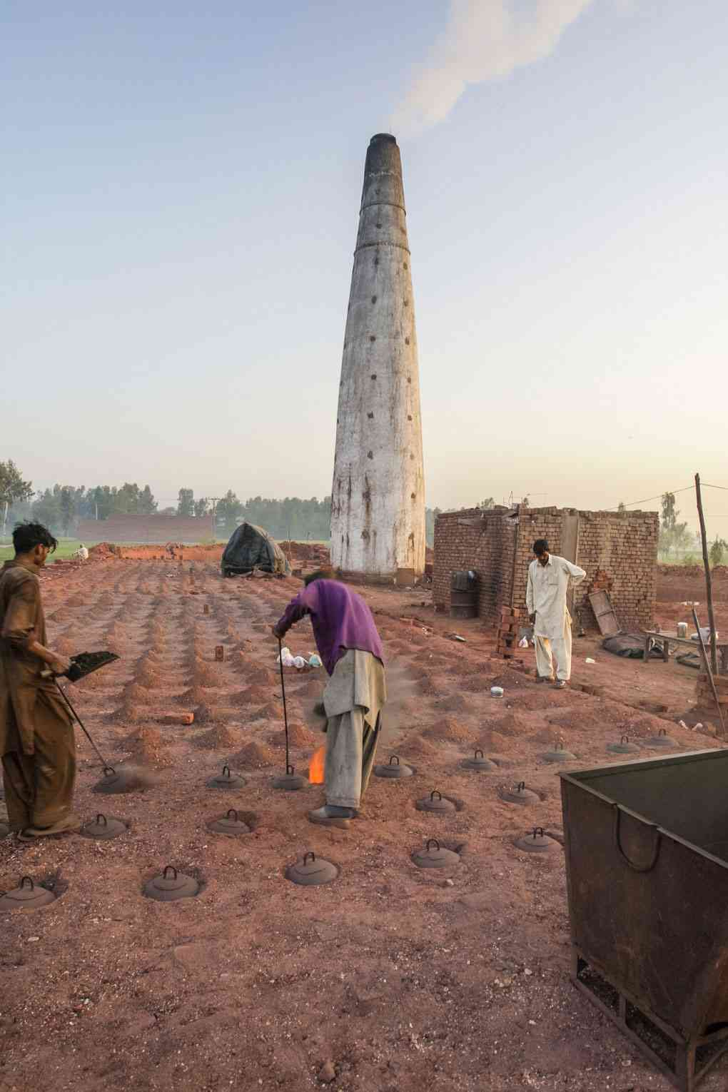 Nearly 2.3 million daily wage labourers work at the brick kilns. Photo credit: Ghulam Rasool