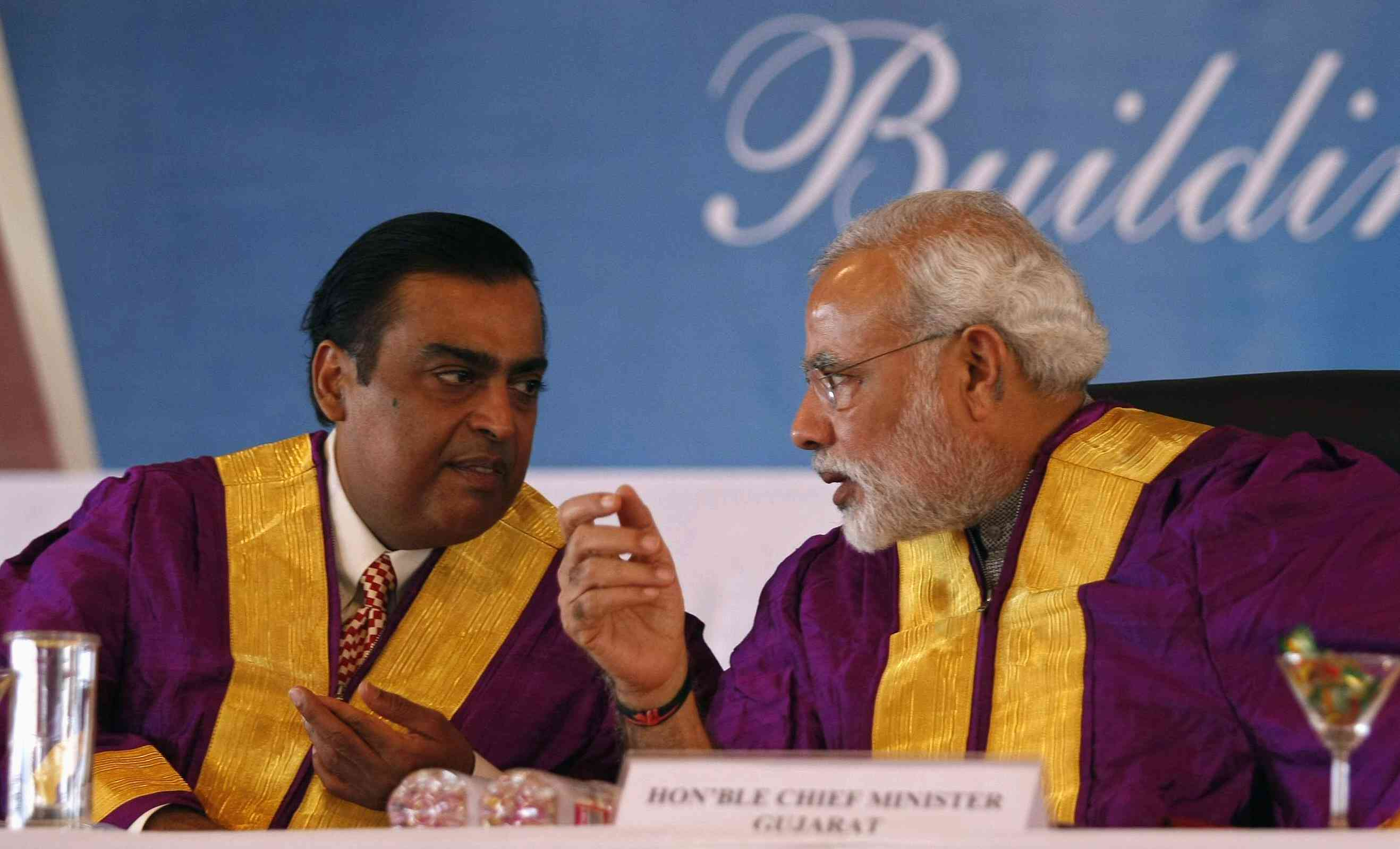 Narendra Modi with Mukesh Ambani during a convocation ceremony at Pandit Deendayal Petroleum University at Gandhinagar, Gujarat on October 19, 2013. Photo: REUTERS