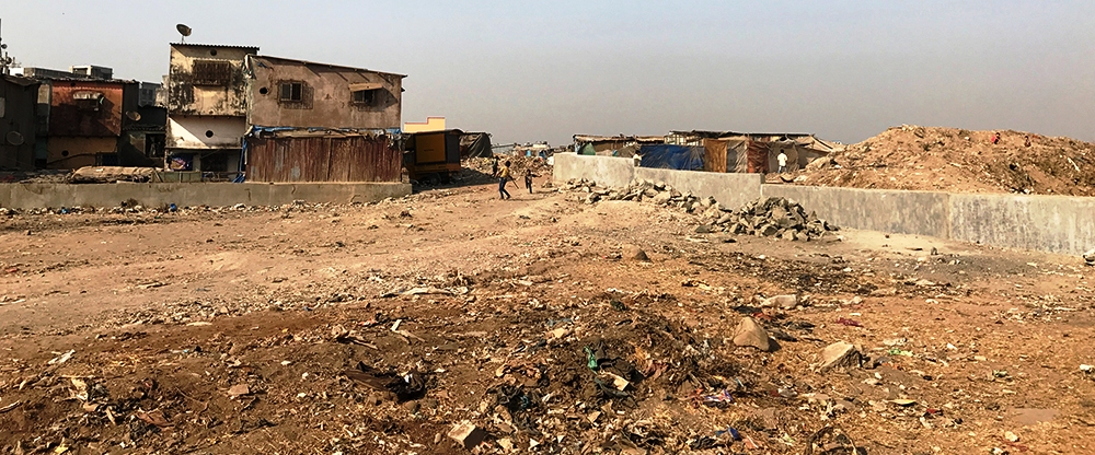 The residents of the Rafiq Nagar slum have easy access to the Deonar dumping yard. (Photo credit: Venkatraghavan Rajagopalan).
