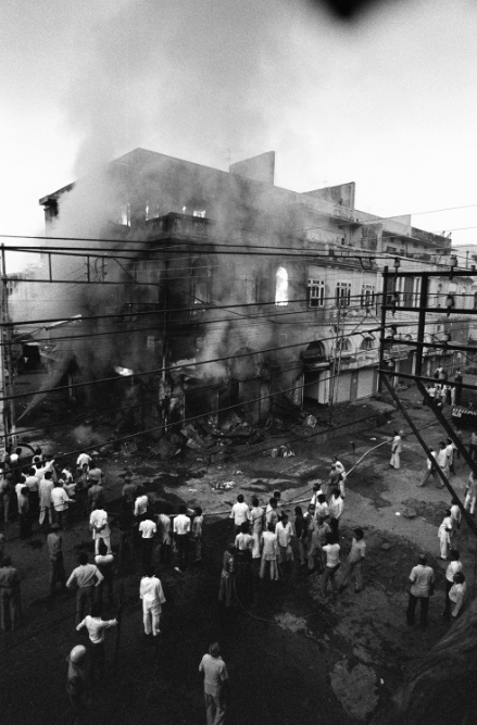 A building belonging to Sikhs burns in Daryaganj on November 2, 1984. Few could believe that the sprawling metropolis of Delhi in free India was capable of such unbounded cruelty. (Credit: AFP)