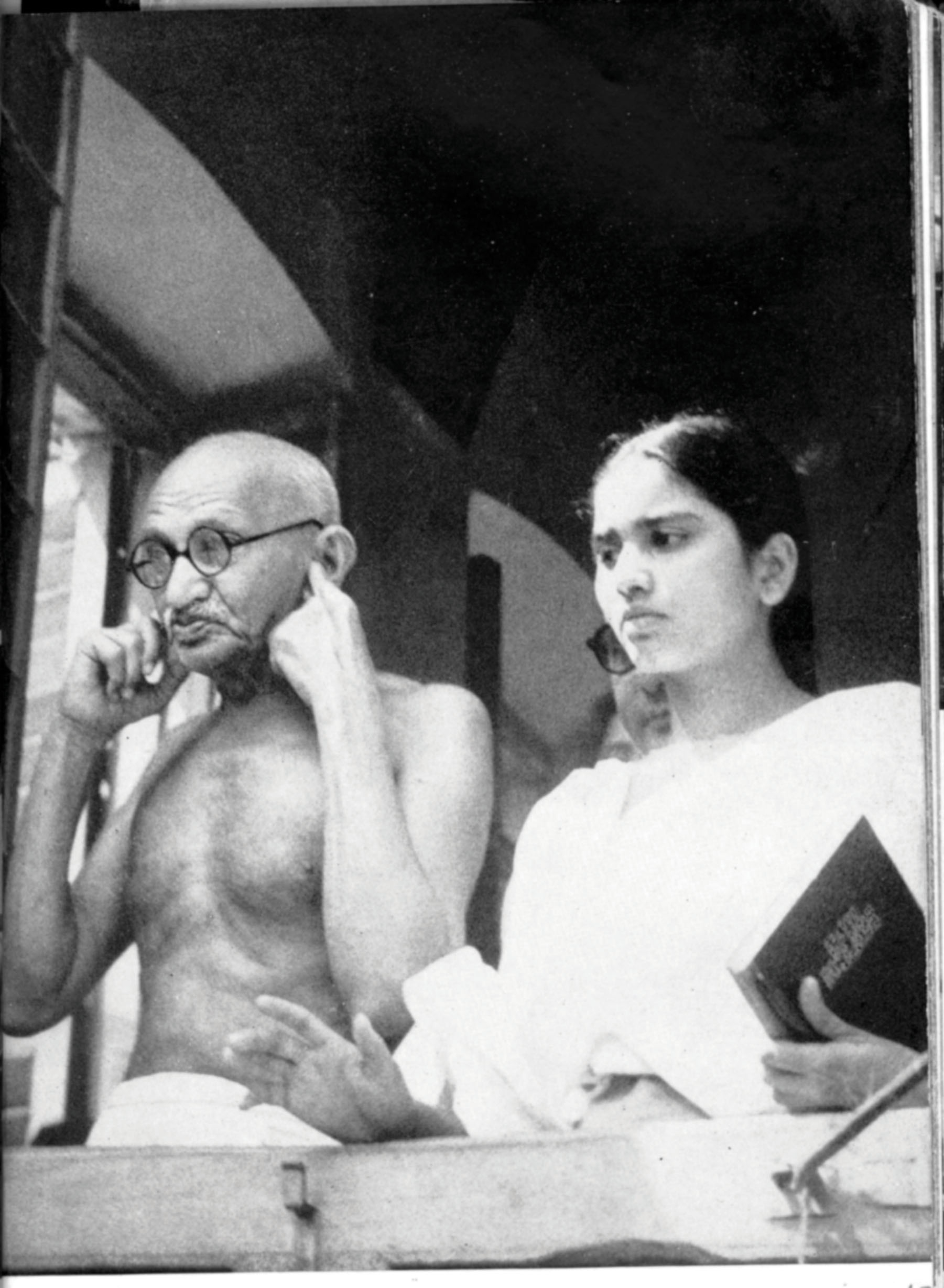 Gandhi with his grandniece Manubehn in Calcutta. On the day of Independence Gandhi was in this city with Bengal Prime Minister Huseyn Shaheed Suhrawardy, pressing for communal peace. Credit: Private Collections