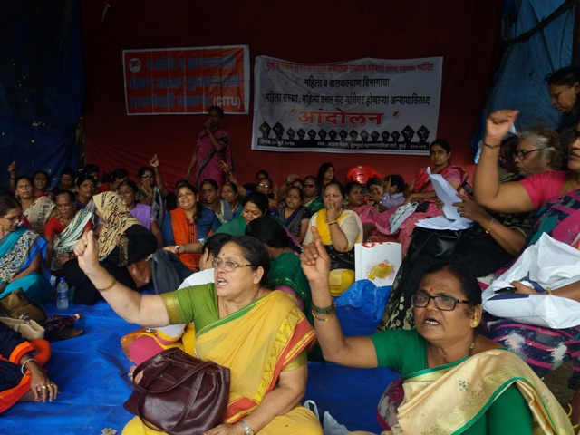 Women from bachatgats and anganwadis in Maharashtra protested against the new tender at a rally in Mumbai in July. Photos: Aarefa Johari