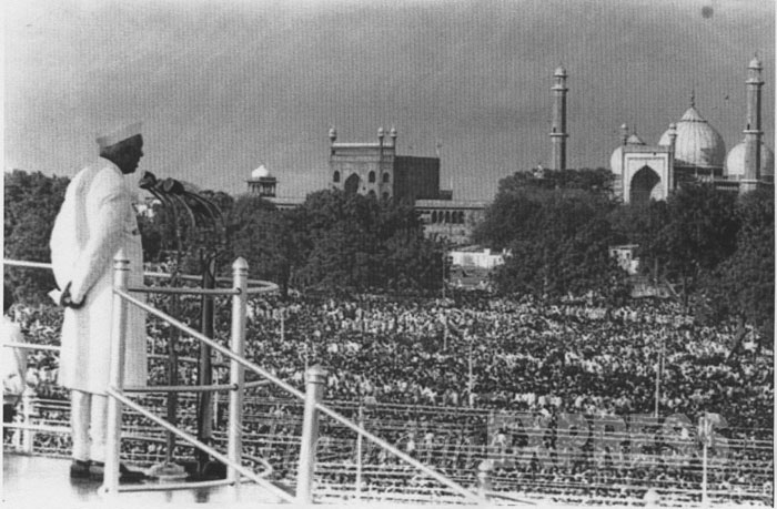 India's first prime minister, Jawaharlal Nehru delivers a speech from the Red Fort on 15 August, 1947 -- the day power was transferred from the British. Credit: Wikimedia commons