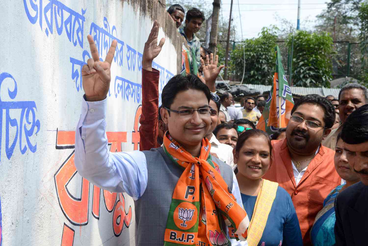 Raju Bista, the BJP candidate from Darjeeling, West Bengal, takes part in an election campaign in Siliguri, on March 28, 2019. (Photo credit: AFP).