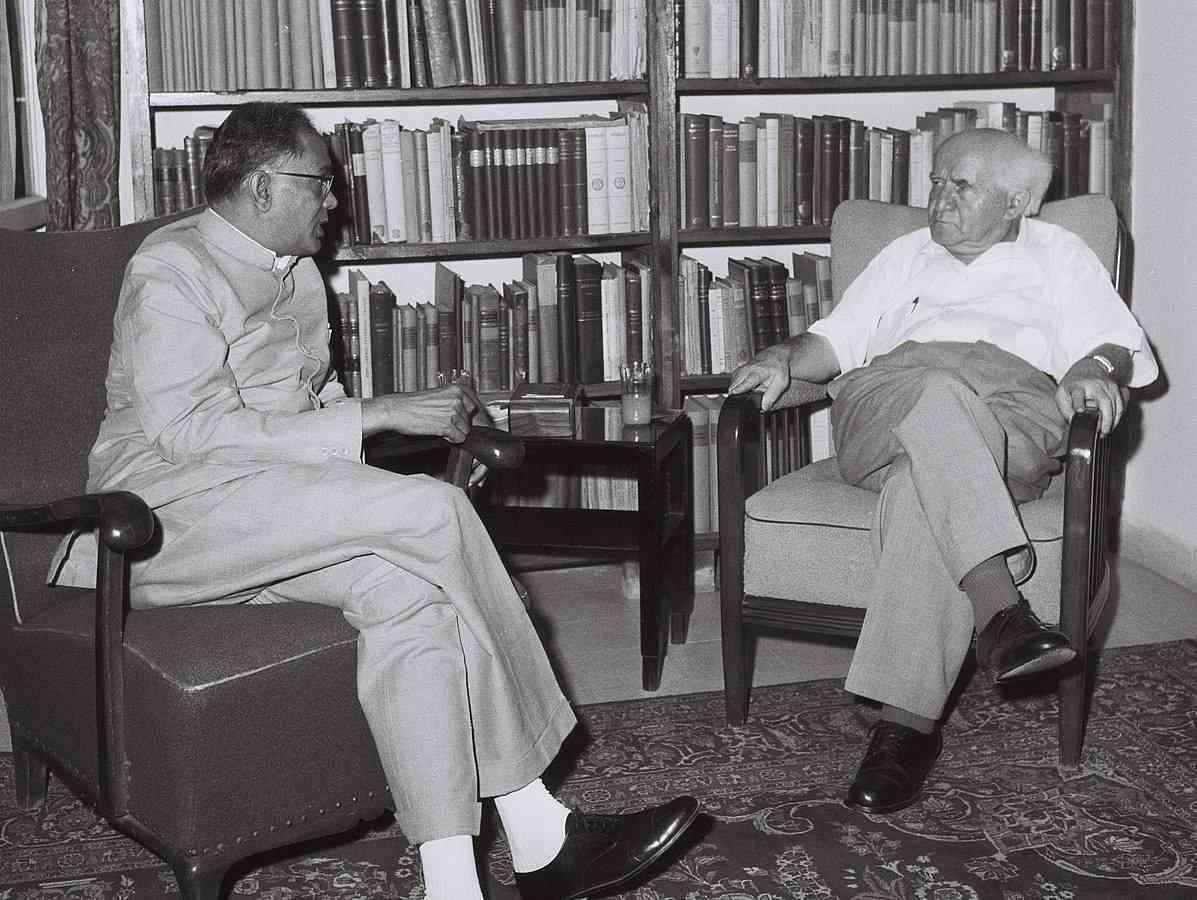 Jay Prakash Narayan with Israeli Prime Minister David Ben-Gurion in 1958 | Image credit: Fritz Cohen, National Photo Collection of Israel / Wikimedia Commons