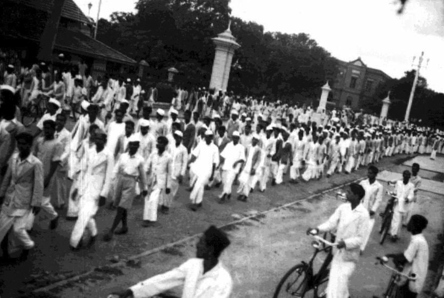 Protests during the Quit India Movement. [Credit: Dore Chakravarty/via Wikimedia Commons, CC by SA 2.5]