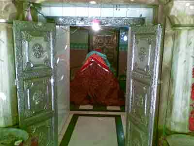 The grave of Salar Masud in Bahraich.