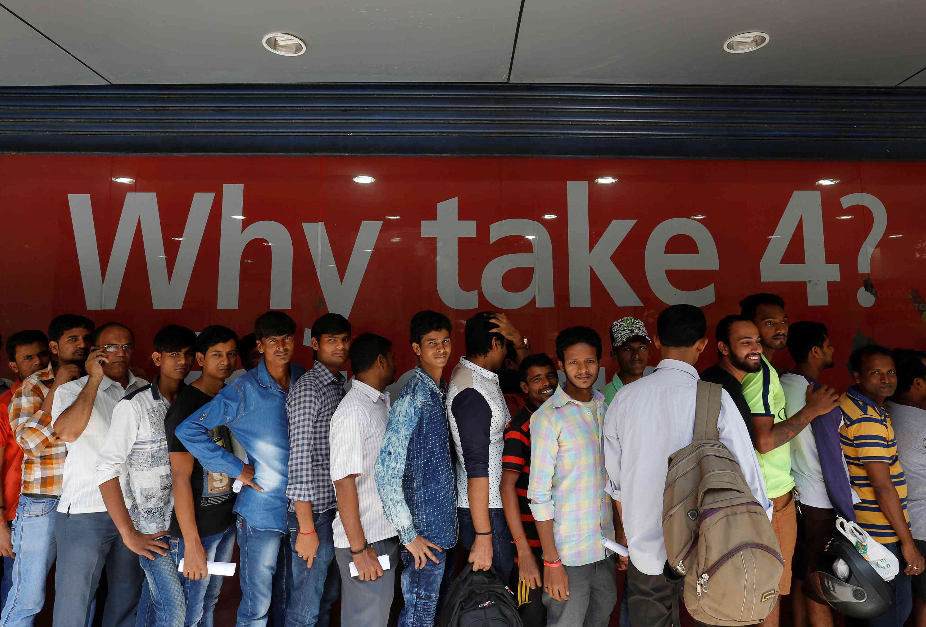 Customer line up to get new currency note in the aftermath of Prime Minister Narendra Modi's decision to demonetise high-value notes. Credit: Danish Siddiqui/Reuter