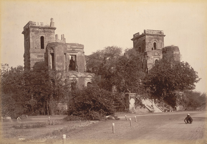 Left: The Palace of Dilkusha where Sir Colin Campbell advanced to the Relief of Lucknow, November 1857. Lala Deen Dayal.  Photo credit: British Library, Photo 807/2(14)