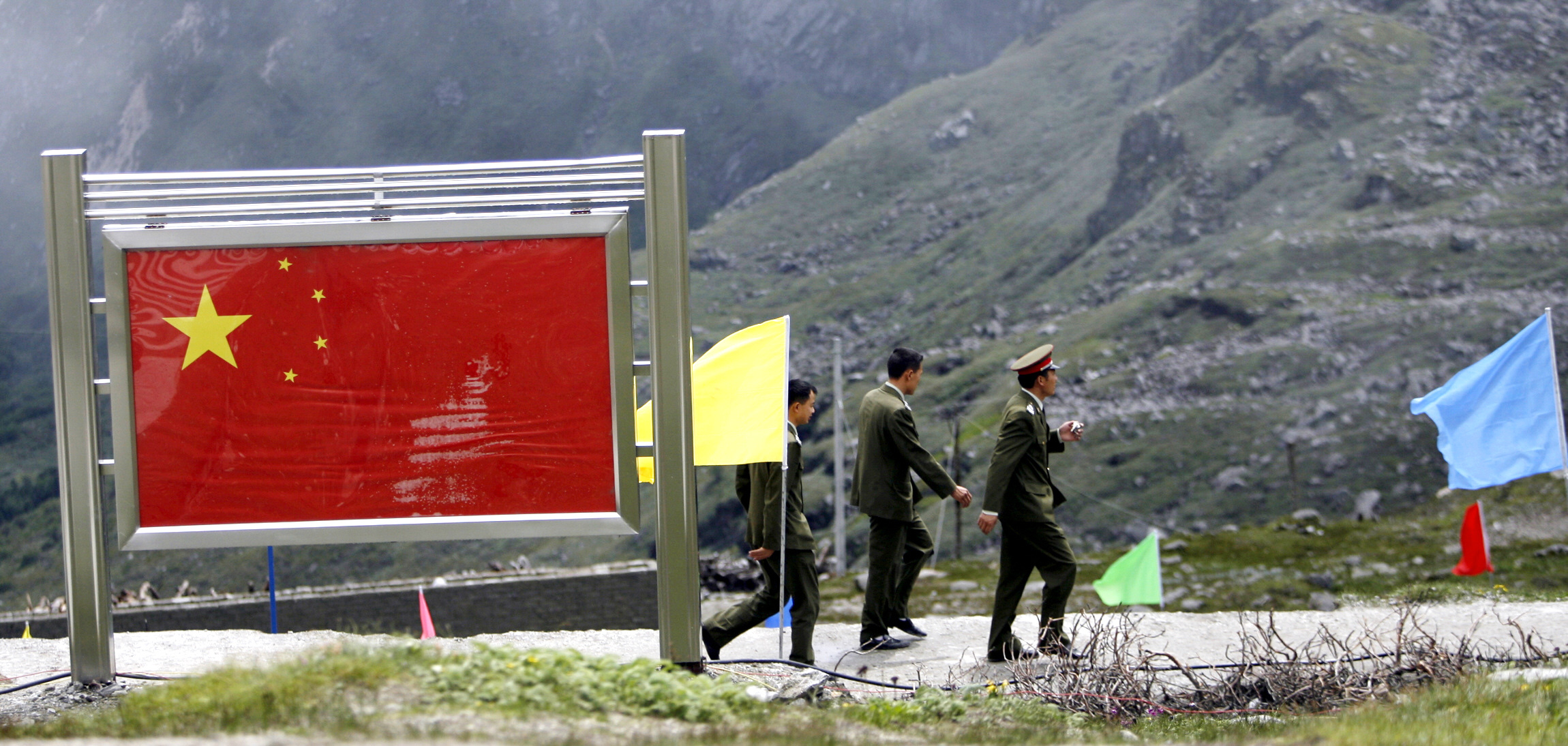 India and China share a disputed border over which they have fought a war and have periodic standoffs. (Credit: Deshakalyan Chowdhury / AFP)