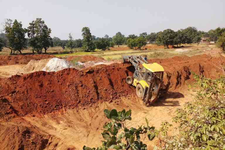 Excavating brick earth for manufacturing bricks. Photo Credit: Gurvinder Singh